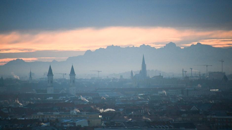 Schön und teuer: Am meisten Gehalt geht für die Jahresmiete in München drauf.