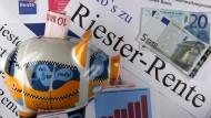 Schwierige Wahl für Uni-Riester-Sparer