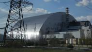 So sieht die neue Schutz-Abdeckung über dem explodierten Reaktor des Atomkraftwerkes in Tschernobyl aus.