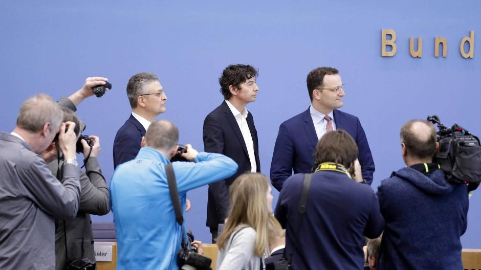 RKI-Chef Lothar H. Wieler, Christian Drosten und Bundesgesundheitsminister Jens Spahn (CDU)
