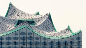 Die Fassade der Elbphilharmonie ist fertig