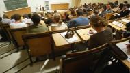 Ingenieurwissenschaften: Es bleiben doch mehr Studenten dabei als gedacht.