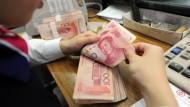 China hebt milliardenschwere Geldwäscheringe aus