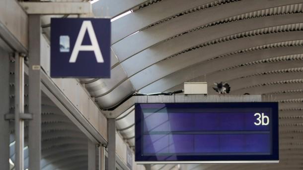 Bahn will Mitarbeiter aus dem Urlaub holen