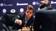 Ungewöhnlich: Schachweltmeister Magnus Carlsen hat während der WM zwei großen Siegchancen nicht genutzt.