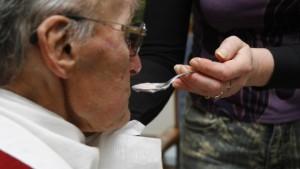 Pflegebranche warnt vor Stellenabbau