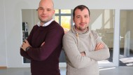 Tobias Steenweg (links) und Stefan Wegener haben ihr Start-up in Ostdeutschland gegründet.