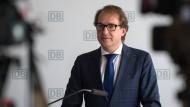 """Bundesverkehrsminister Alexander Dobrindt (CSU) auf der Hauptversammlung der Deutschen Bahn: """"Nicht zufriedenstellend"""""""