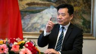 Der neue chinesische Botschafter Wu Ken beim Interviewtermin in der chinesischen Botschaft in Berlin: Den Vorwurf, der chinesische Konzern Huawei sei regierungsnah, bezeichnet er als Mobbing gegen chinesische Tech-Unternehmen.
