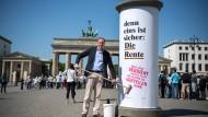 Anders als Blüm: INSM-Geschäftsführer Pellengahr bei einer Plakataktion
