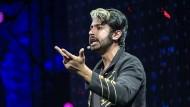 Siraj Raval dreht muntere Videos und will der ganzen Welt KI beibringen.