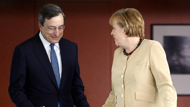 Merkels Regierung stellt sich gegen Karlsruhe und an die Seite der EZB