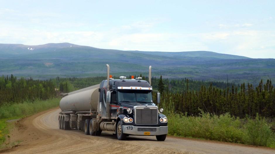 Ein Truck auf einem amerikanischen Highway