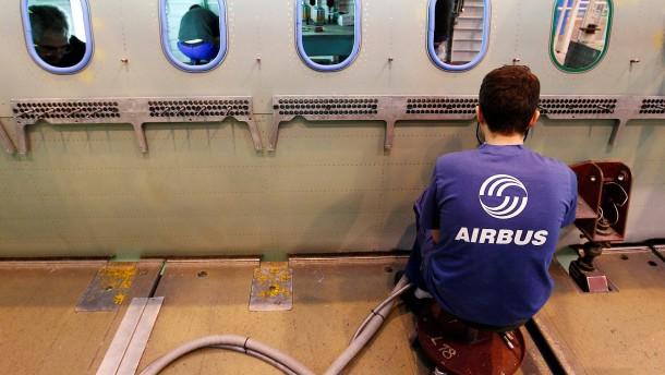 Airbus verschmilzt Holding und Flugzeugsparte