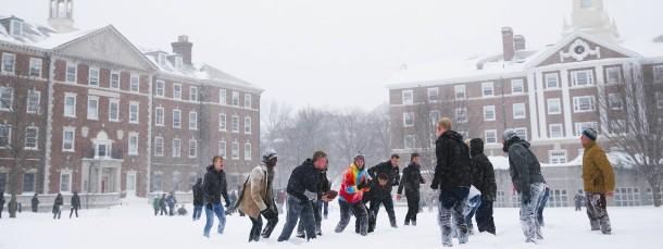 Studenten auf dem Campus von Harvard