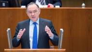 Norbert Walter-Borjans (SPD), Finanzminister von Nordrhein-Westfalen, will die Bürger auch entlasten, aber anders als Teile der Union.
