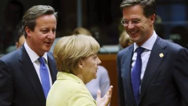 Eine Gewinnerin, zwei Verlierer: Großbritanniens Premier Cameron (l.) und der niederländische Premier Rutte (r.) sollen Zahlen, Deutschland und Bundeskanzlerin Merkel erhalten Geld zurück.