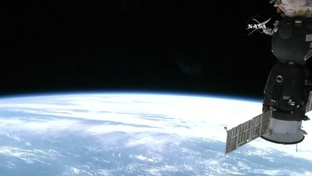 Sojus dockt an der ISS an