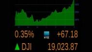 Dow Jones schließt erstmals über 19.000 Punkten