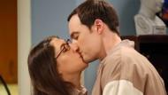 """Auch Obernerd Sheldon Cooper aus der Fernsehserie """"The Big Bang Theory"""" hat schließlich eine Freundin gefunden."""