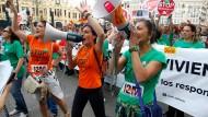 In Spanien sind Demonstrationen gegen die Sparpolitik der Regierung und die hohe Arbeitslosigkeit unter jungen Menschen weiter an der Tagesordnung.