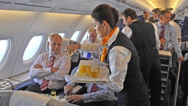 Lufthansa spricht künftig genderneutral an Bord