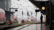 Lokführer-Warnstreik legt Zugverkehr lahm