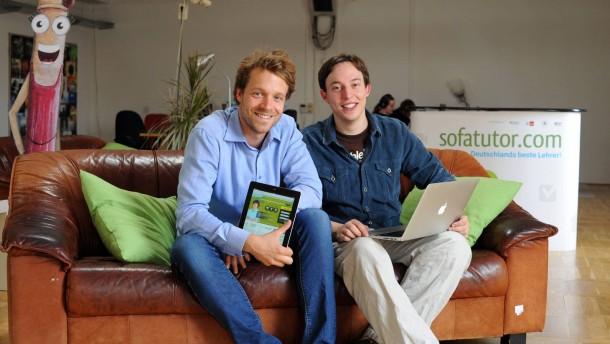 Stephan Bayer  - der Berliner Gründer der Online-Nachhilfeplattform Sofatutor.com spricht mit Lisa Becker über seine Geschäftsidee