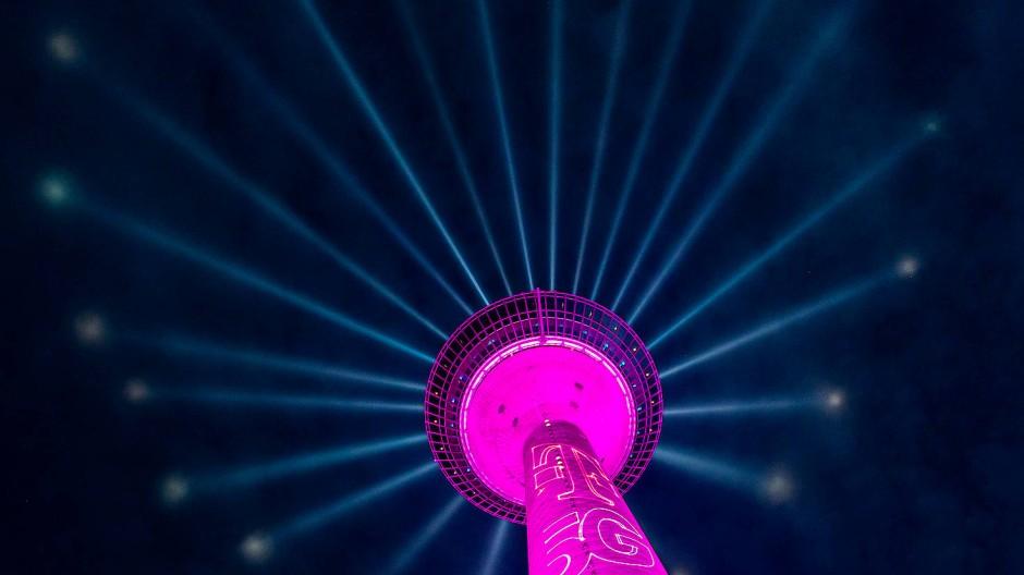 Im Juni erleuchtete die Telekom den Düsseldorfer Rheinturm mit einer eigenen Lichtshow.