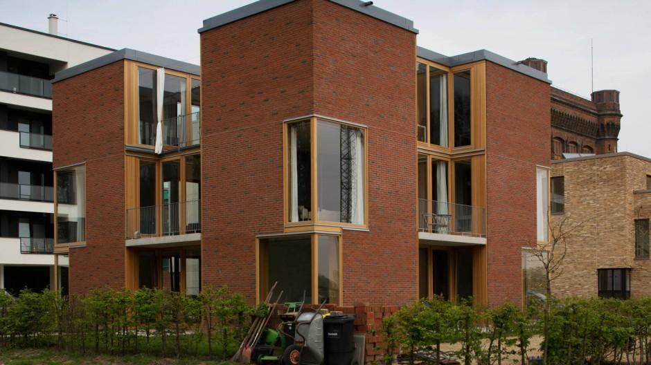 Haus Wasserkunst: Die Grundform ist quadratisch. Durch die zurückversetzen Glasfassaden treten vier Ecktürme hervor.