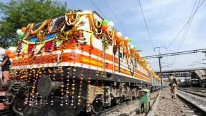 """Ein """"Semi-Hochgeschwindigkeitszug"""" für Indien"""