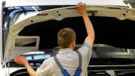 Junge Leute dringend gesucht: Wenn bei Daimler viele Beschäftigte in den Urlaub gehen, schlägt die Stunde der Ferienjobber