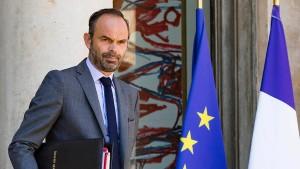 Frankreichs Regierung bremst Sozialausgaben
