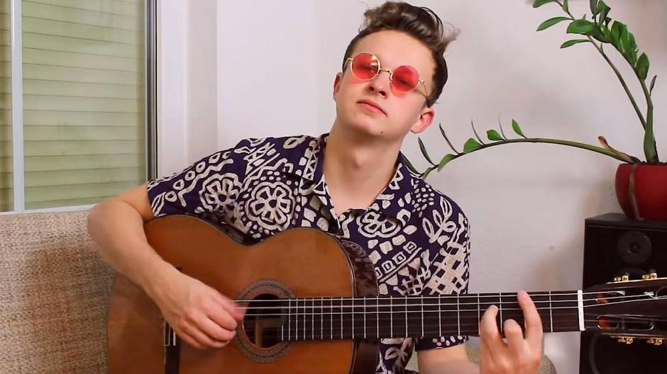 Ein bisschen im Zimmer sitzen, ein bisschen Gitarre spielen, sich dabei filmen. Das kann für eine Karriere reichen – der Weg ist aber steiniger als man denkt.