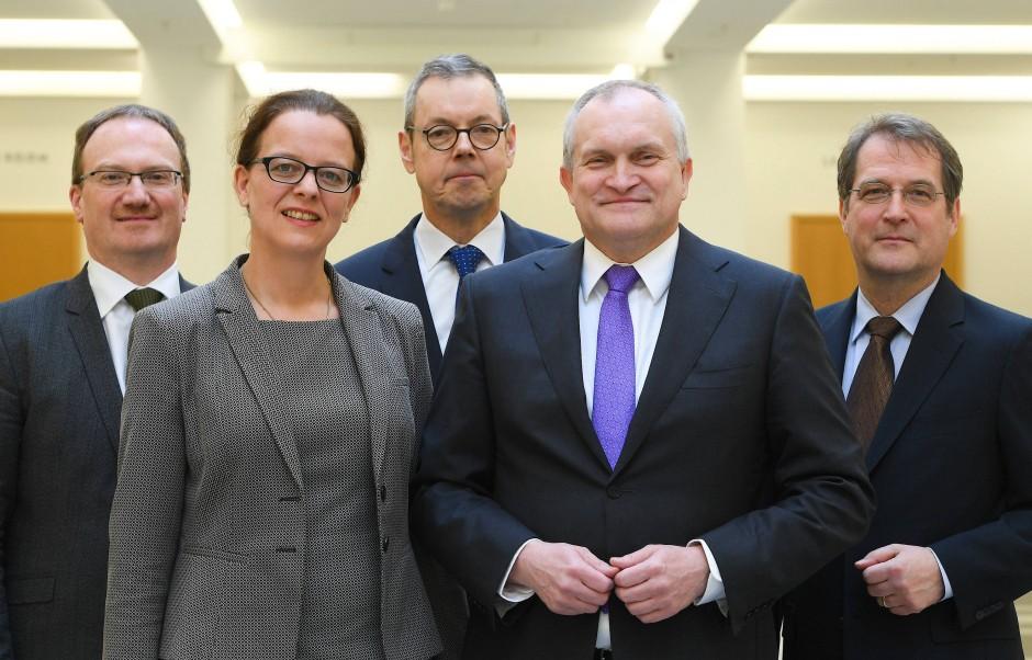 Die Mitglieder des Sachverständigenrates: Lars Feld, Isabel Schnabel, Peter Bofinger, Christoph Schmidt und Volker Wieland