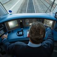 Knappes Gut am Arbeitsmarkt: Ein Lokführer der Deutschen Bahn steuert durchs Fränkische.
