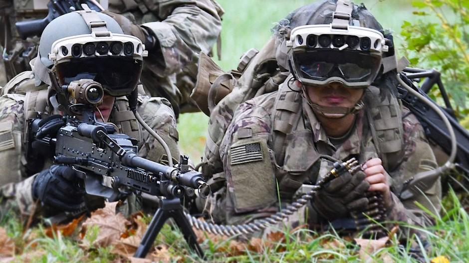 Die Armeeführung erhofft sich mehr Sicherheit und Effizient durch AR-Brillen.