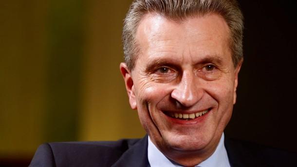 Oettinger will Beihilfen für Solarstrom eindampfen