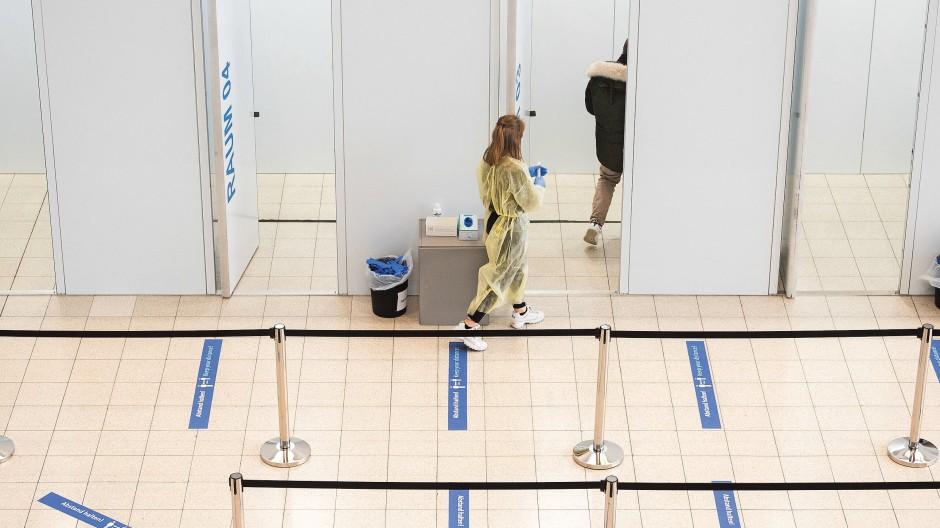 Systematische Teststrategien: Die fast  überall betriebenen Corona-Testzentren  waren lange Inbegriff dafür,  jetzt könnten  andere bevölkerungsweite  PCR-Screenings folgen.