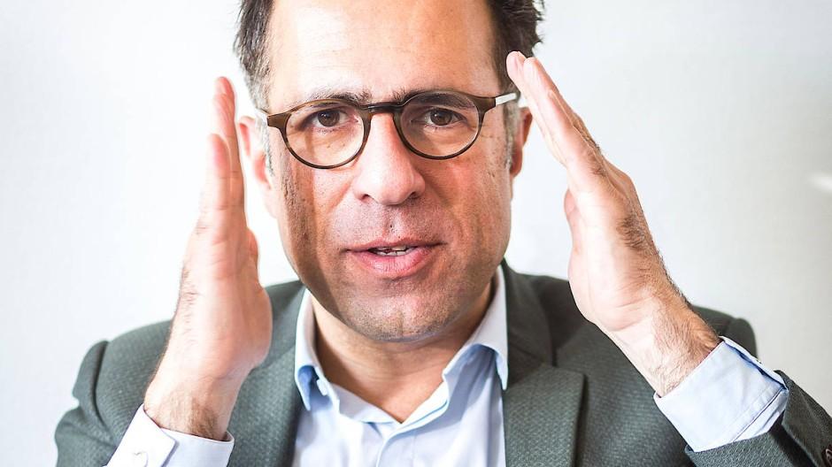 Mazda Adli ist Chefarzt der Fliedner Klinik Berlin und leitet die AG Affektive Störungen an der Charité.
