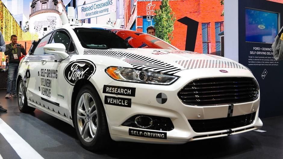 Ford zeigt auf der Technik-Messe CES ein Testauto seines Roboterwagen-Programms.