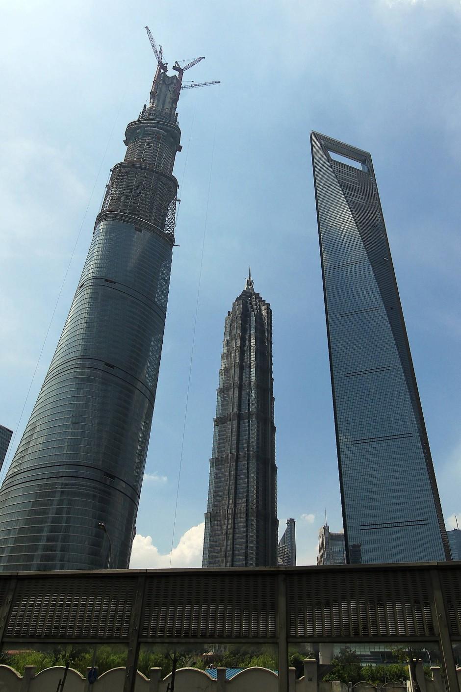 Der Shanghai Tower (links) wird weltweit nur noch vom Burdj Khalifa überragt.