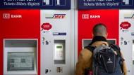Teure Tickets: Wie fast jedes Jahr um den Jahreswechsel herum wird das Bahnfahren für die Kunden teurer.