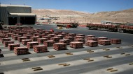 Nahe der weltgrößten Kupfermine Antofagasta in Chile - doch ist das auch der richtige Rohstoff für die Zukunft?
