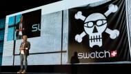Nick Hayek (hier auf der Cebit 2016) glaubt an die Zukunft von smarten Uhren.