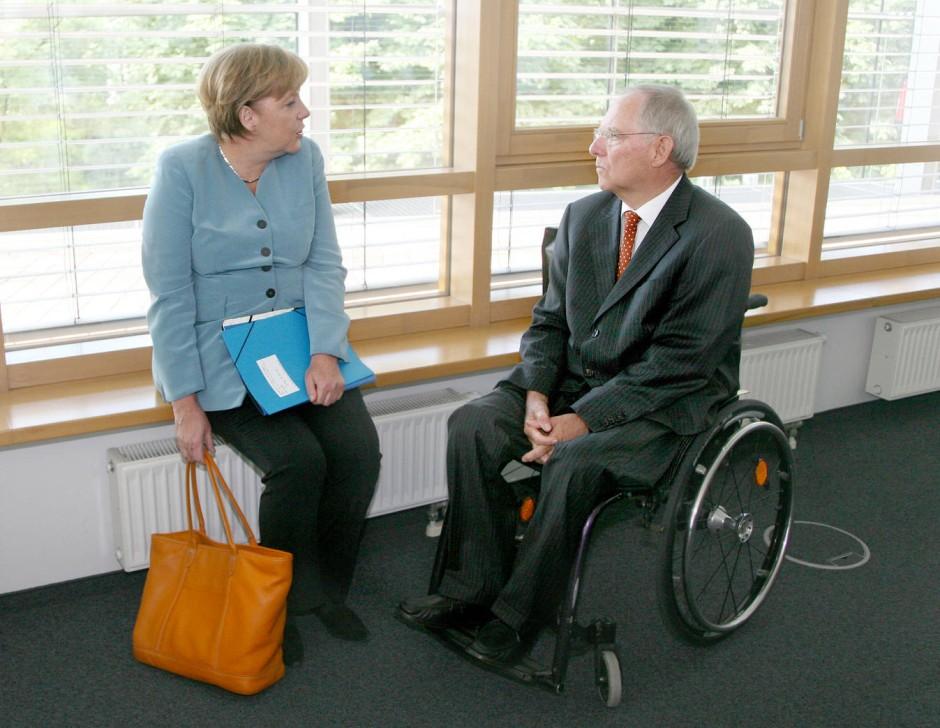 Warum Sitzt Schäuble Im Rollstuhl