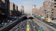 Stadtautobahn in der iranischen Hauptstadt Teheran