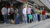 Im Juni 2010 haben noch viele Menschen in Madrid vor Arbeitsämtern in Schlangen gestanden. Mittlerweile hat sich gerade die spanische Wirtschaft wieder von ihrem Krisentief erholt.