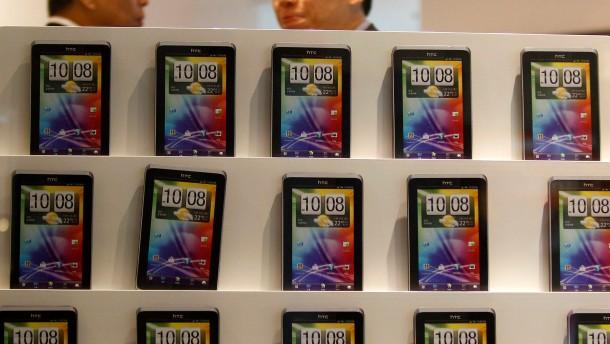 Apple und Samsung hängen HTC ab