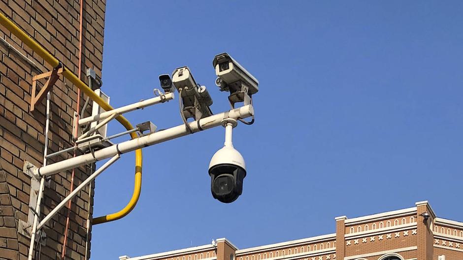 Eine Überwachungskamera in der chinesischen Provinz Xinjiang